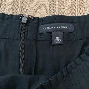 Banana Republic Skirts - ⭐️3/$25⭐️ Banana Republic Black Pleated mini skirt